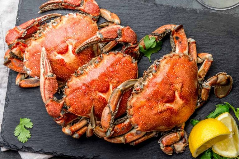 Picture of 3 cooked crabs